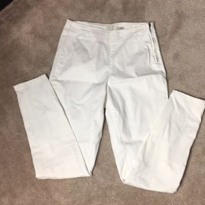 High-waisted white jeans 🦊